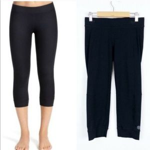 CAbi • 639 Tech Crop Athletic Black Leggings Med